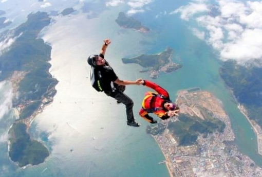 learn about skydiving parachute jumps
